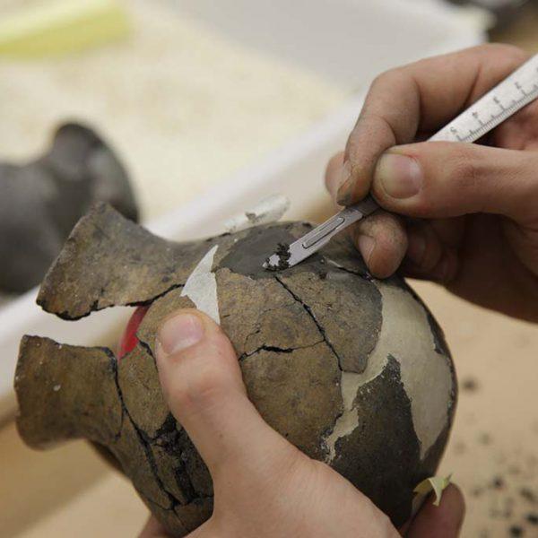Restauración colección arqueológica Legado Faustino 1